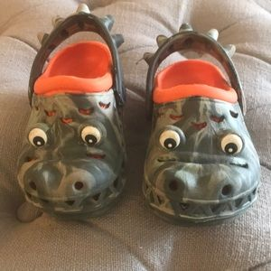 Other - Adorable alligator water shoes
